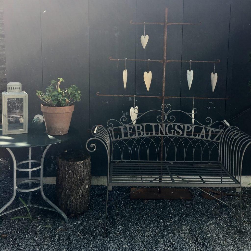 zug tisch und bar swiss family gallagher. Black Bedroom Furniture Sets. Home Design Ideas